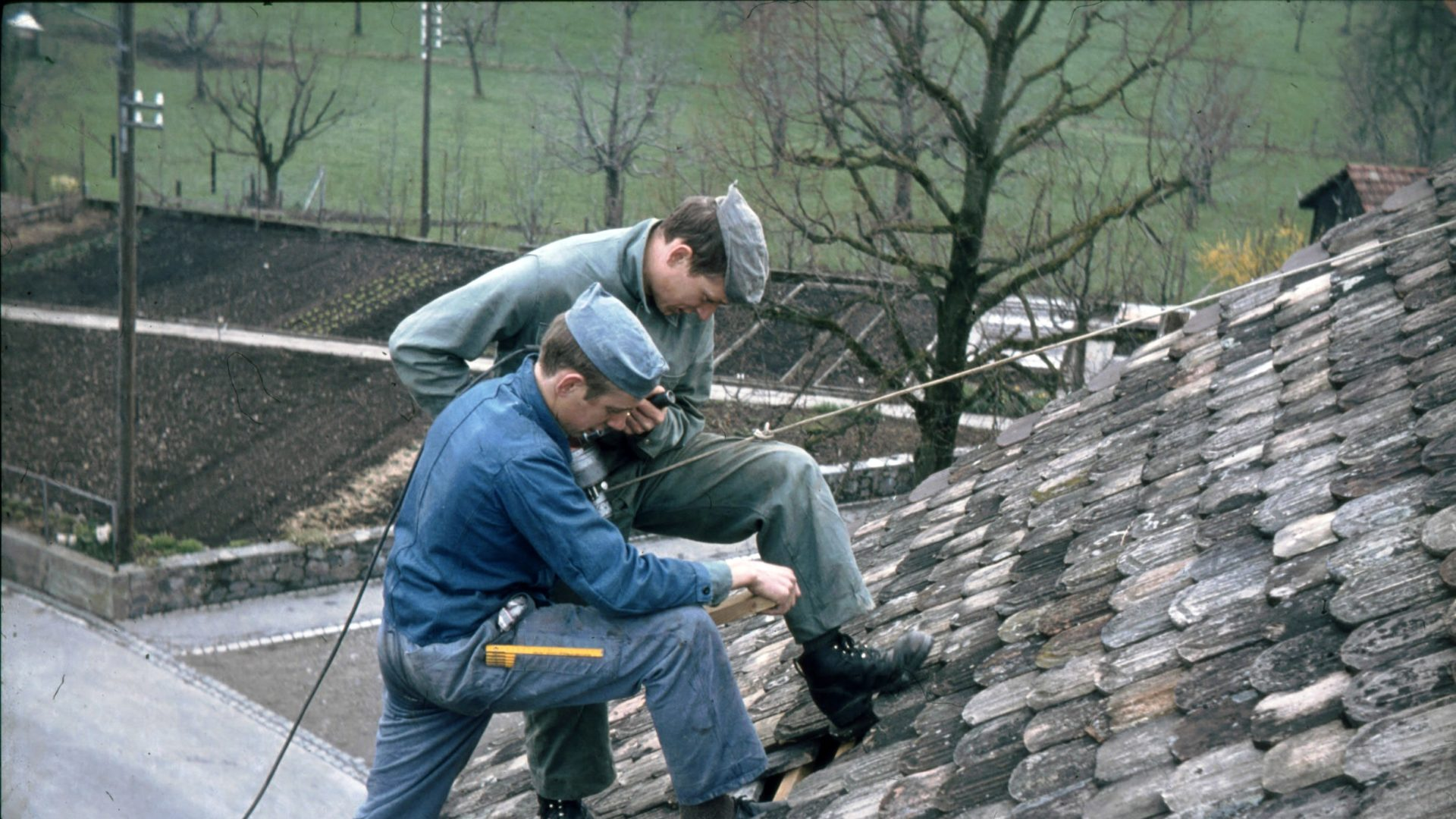 2 Männer auf Dach