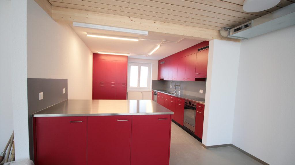 neue, rote Küche