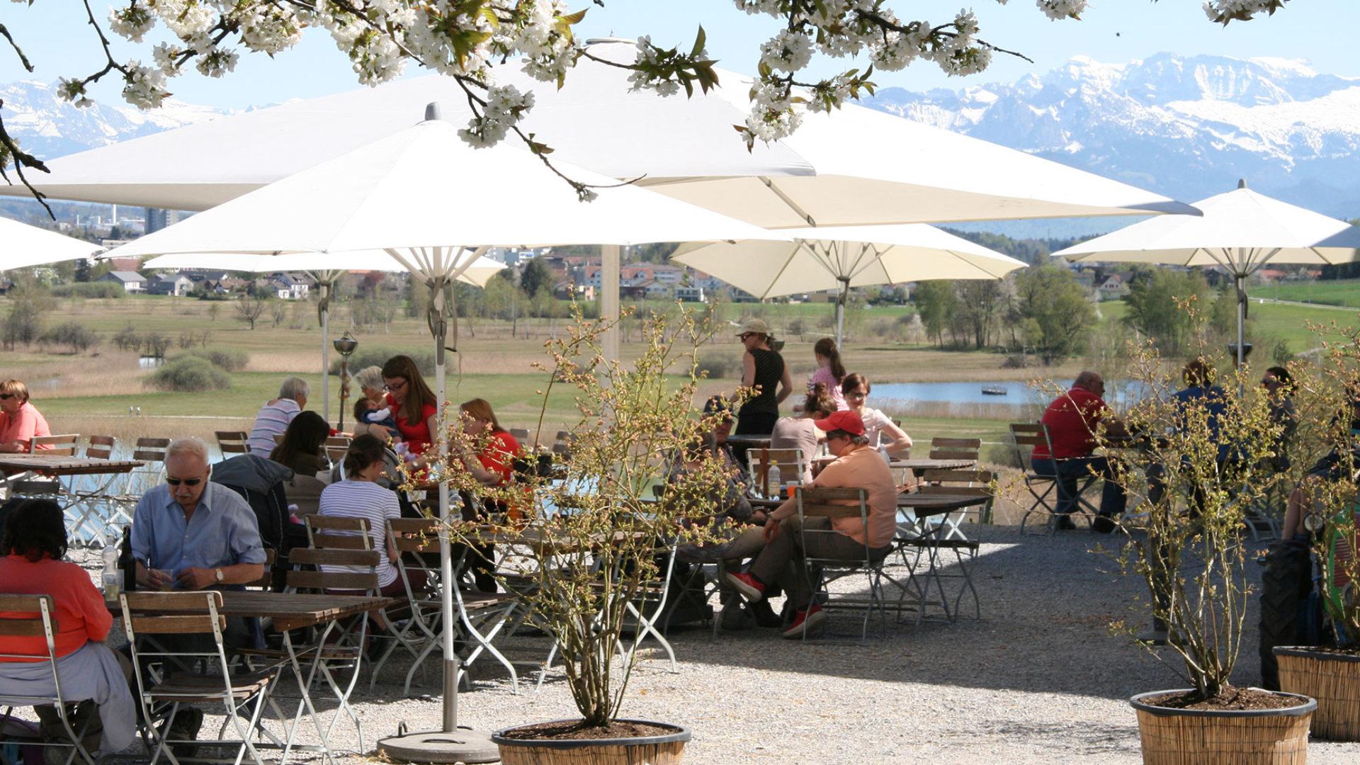 Restaurant Terrasse mit Aussicht auf See