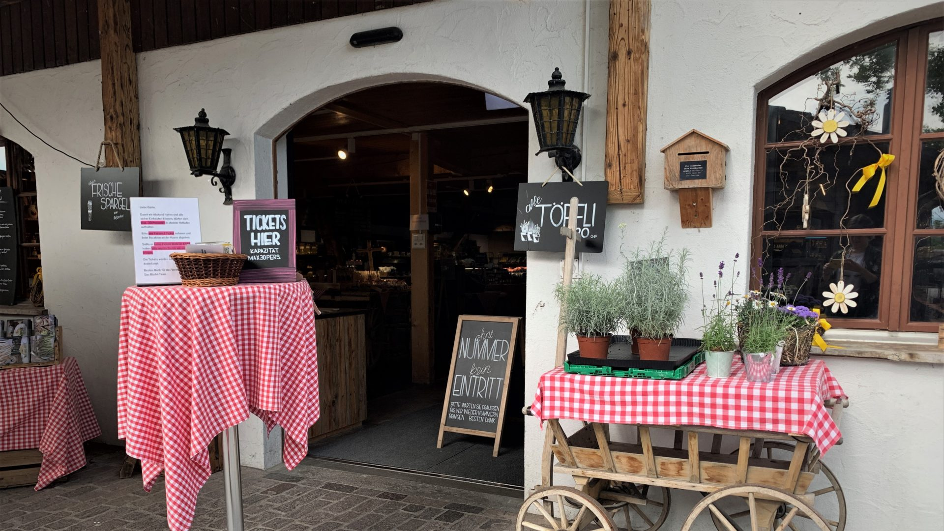 Restaurant Eingang zu Corona-Zeiten