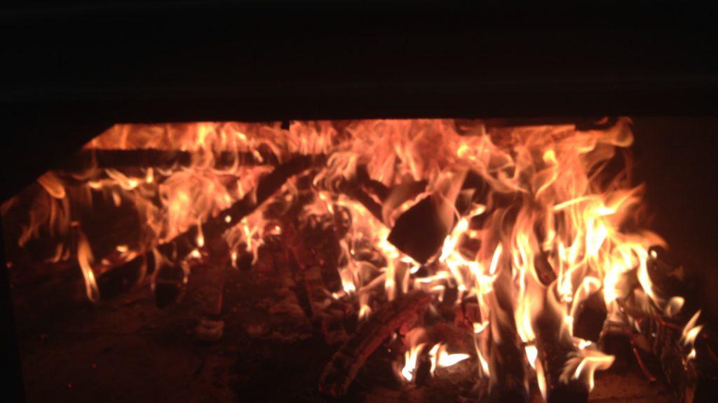Feuer Im Holzofen Hofbaeckerei