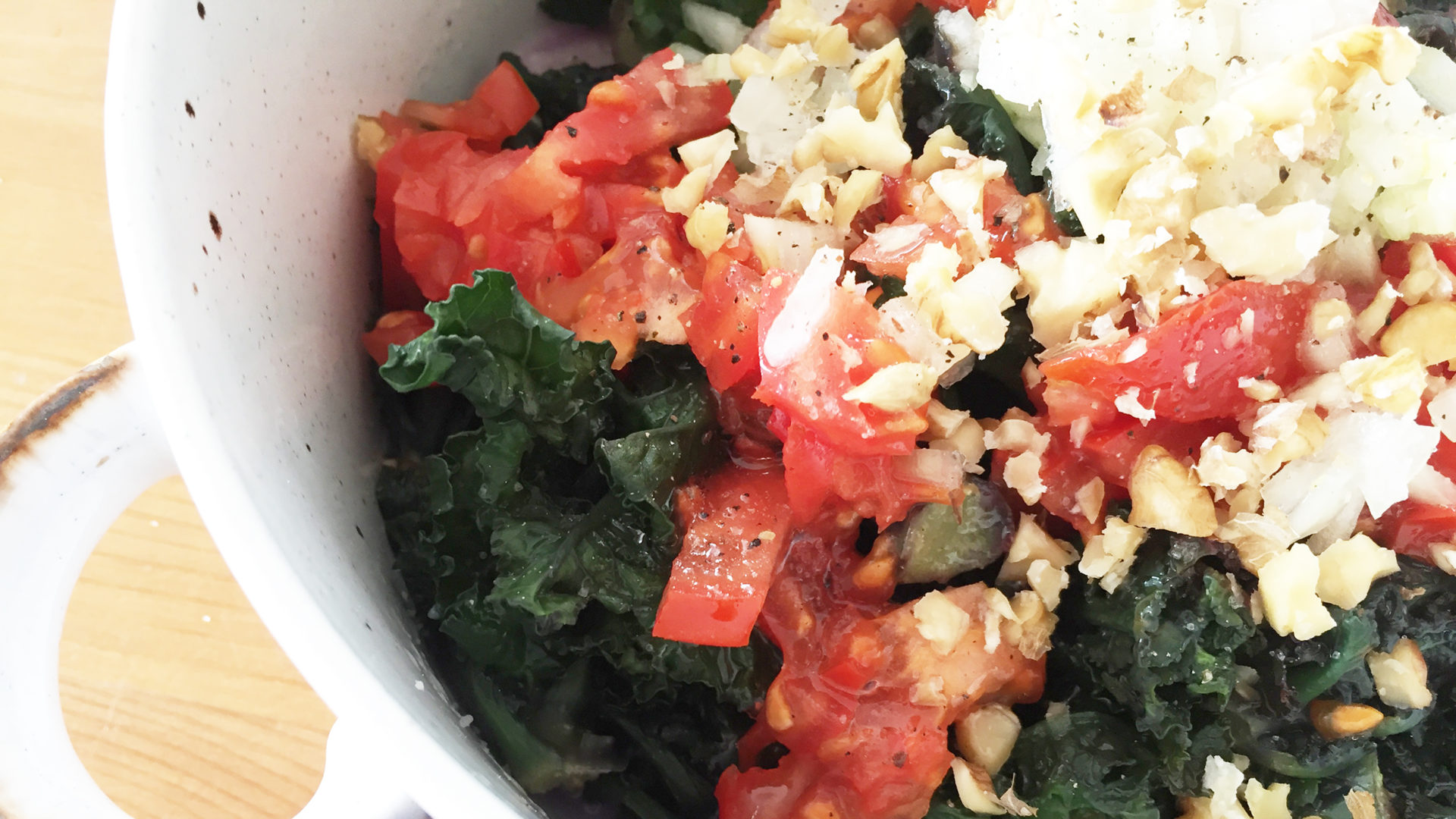 Flower Sprouts Salat mit Tomaten
