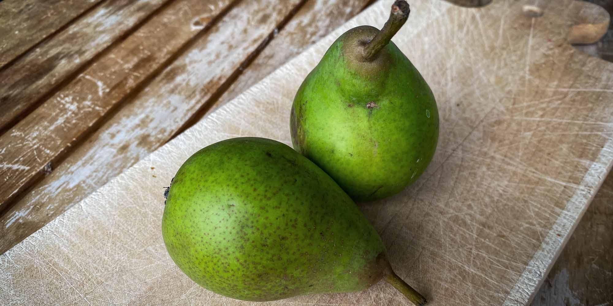 Giffards Butterbirnen sind schön grün und innen saftig.