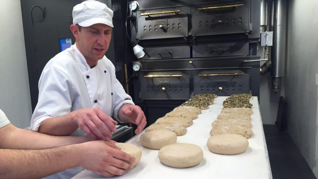 Brotlaibe formen HofBäckerei
