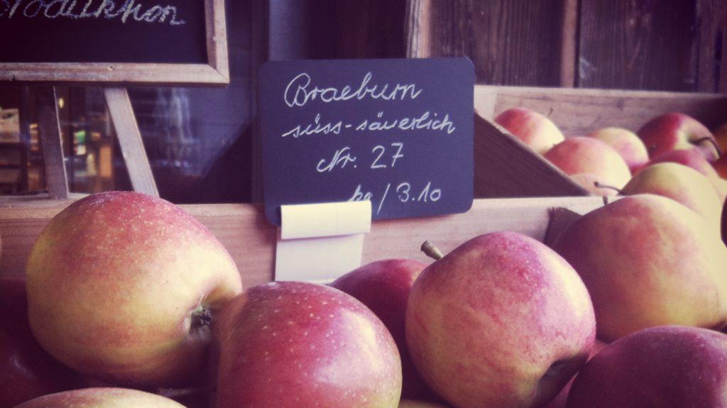 Äpfel im Hofladen