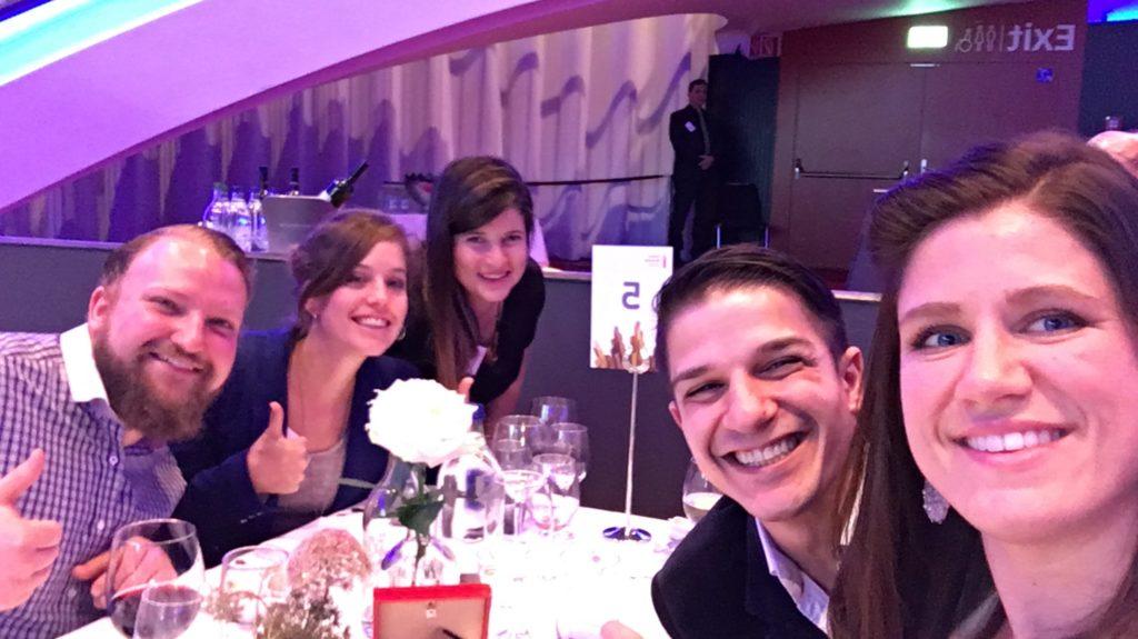Jucker Team Am Tisch