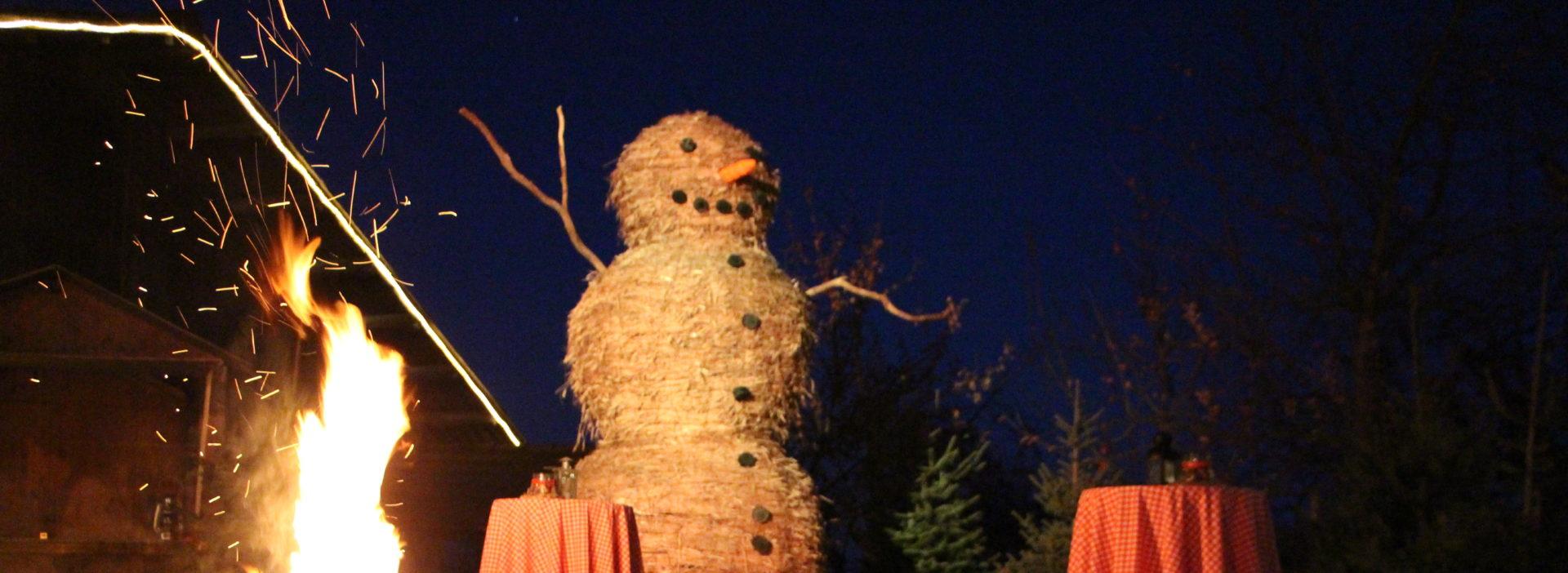 Juckerhof Hofplatz Weihnachten Schneemann