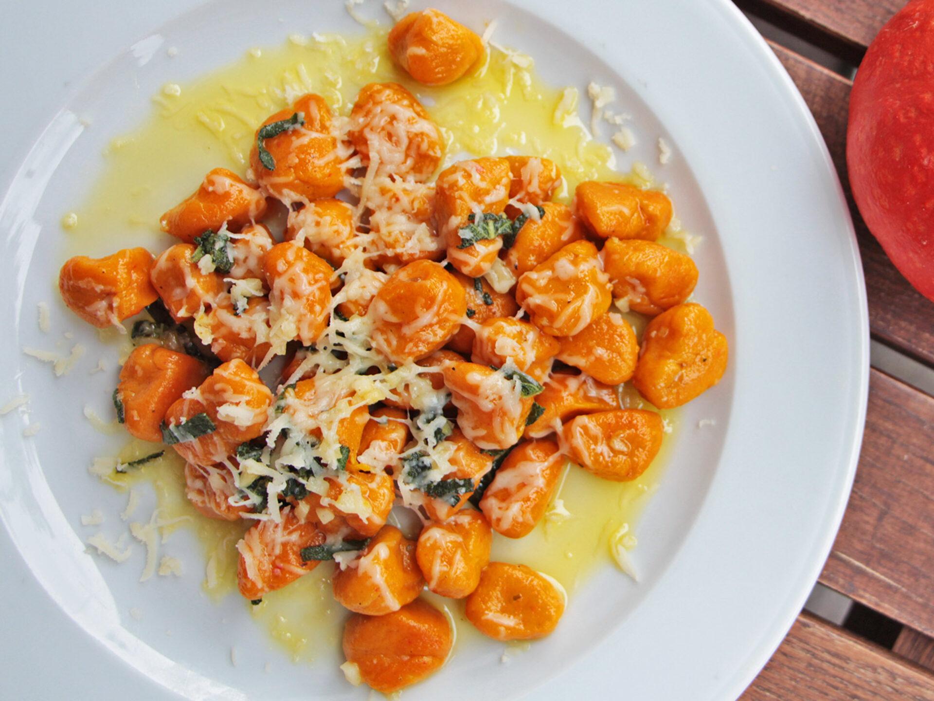 Kürbisgnocchi und oranger Knirps