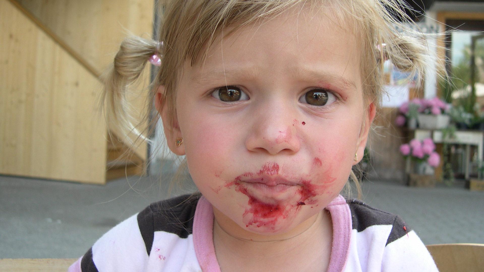 Kind mit Kirschenmund