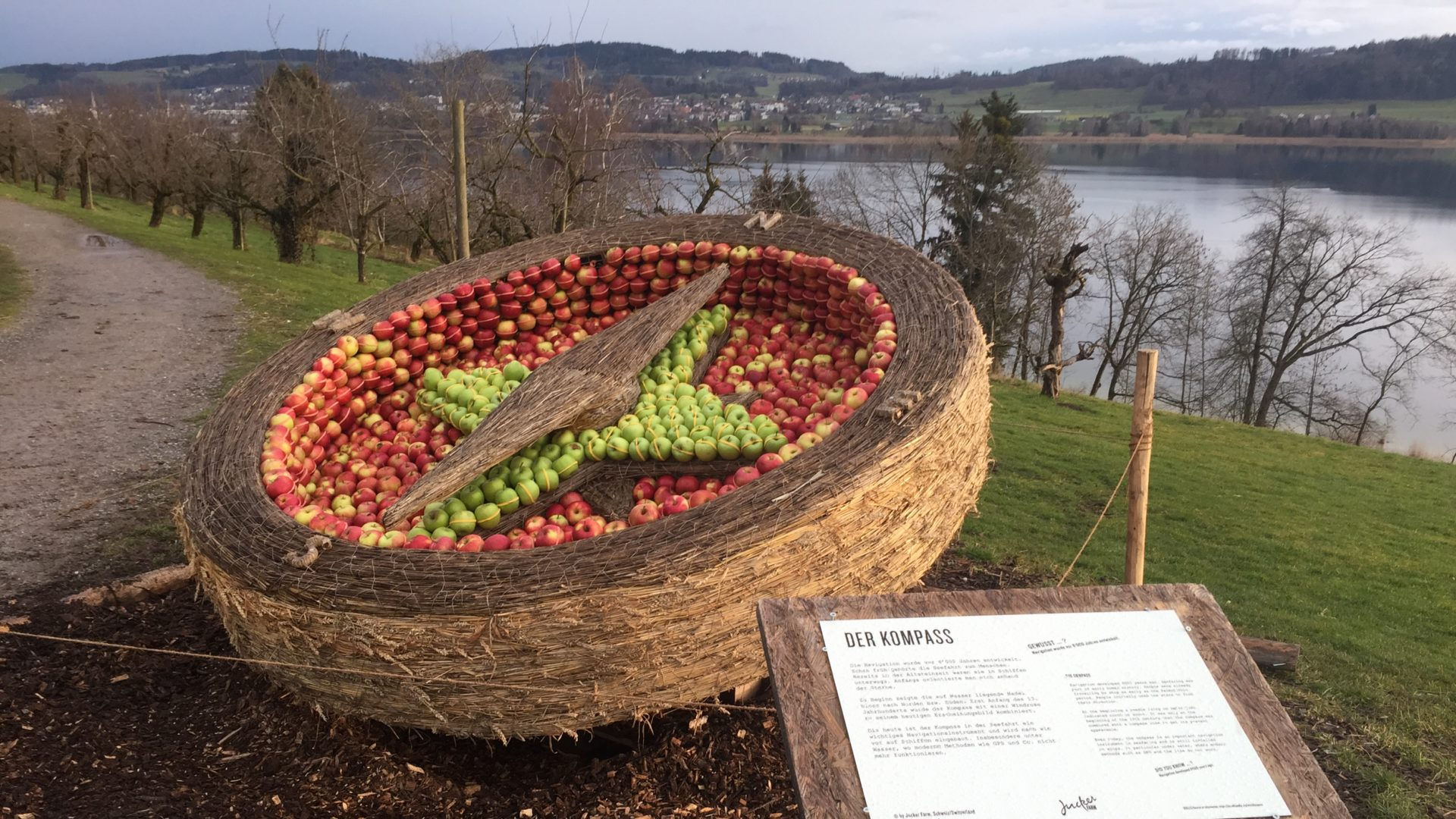 Kompass Stroh Apfel