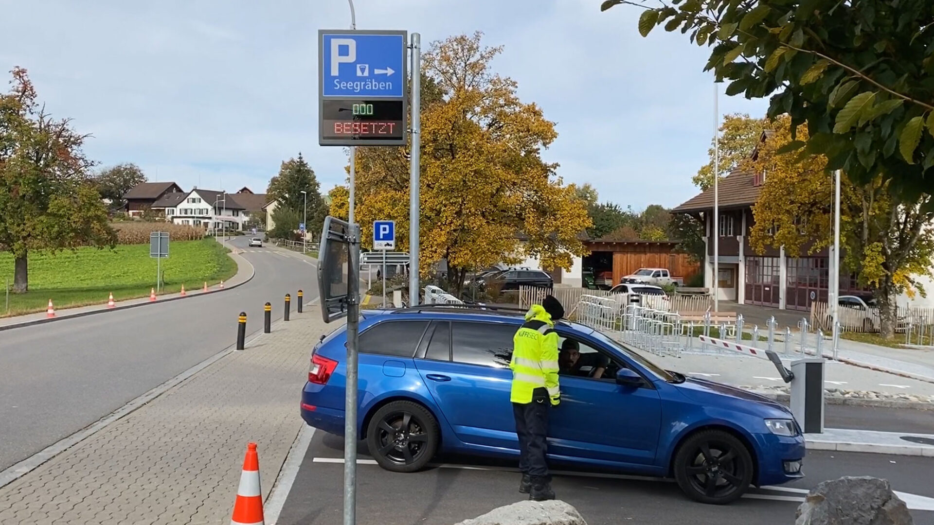 Parkplatz Einweisung Seegräben
