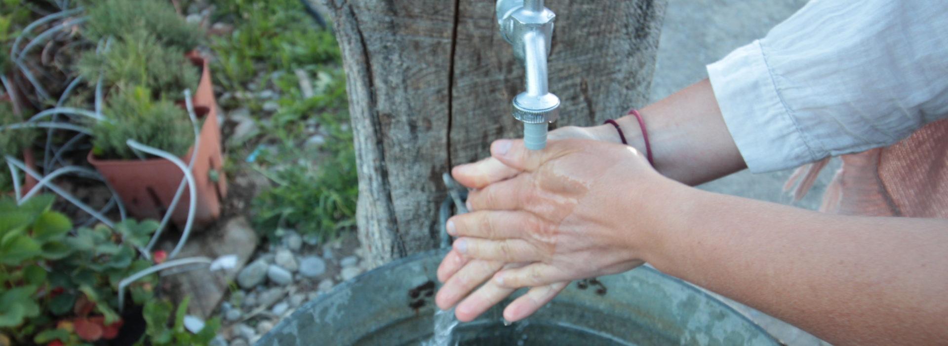 Händewaschen an der FeldTavolata