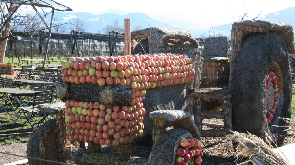 Stroh Apfel Traktor