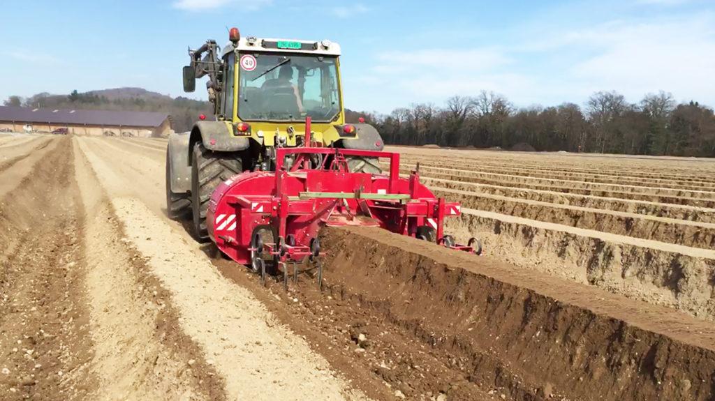 Traktor Spargeldammfraesen