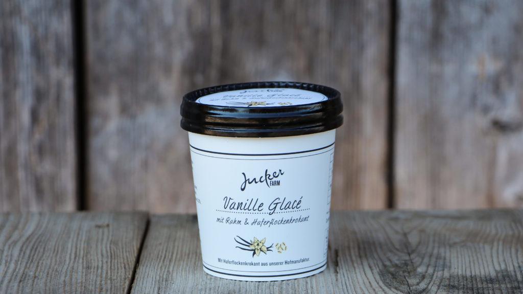 Vanille-Glacé mit Rahm und Haferkrokant